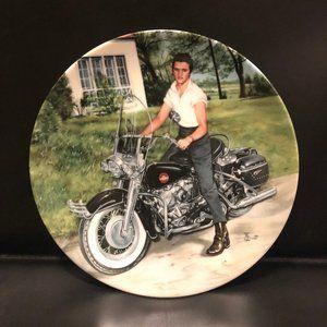 Elvis Presley Collectors Plate Looking at a Legend